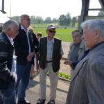 Pierrot Michel et Nounours Jacky Vernoux, anciennes gloires du club, en discussion avec les anciens dirigeants.
