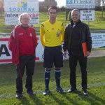 Teddy Pomeret, nouvel arbitre du club, est coaché par Norbert et Nour Eddine, des tuteurs de bon conseil.