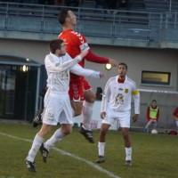 Nicolas Mercier plus haut que son adversaire.