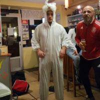 Auteur d'un c.s.c., Quentin a dû enfiler la tenue de lapin pour la soirée. Heureusement pour lui, il n'a pas été nourri au jus de carotte !